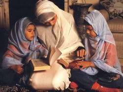Mina Kadın Der çocuk eğitimini işledi.