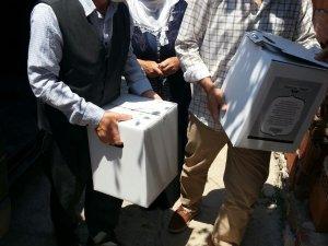 Öze Dönüş İzmir'de yardıma muhtaç ailelere gıda yardımında bulundu.