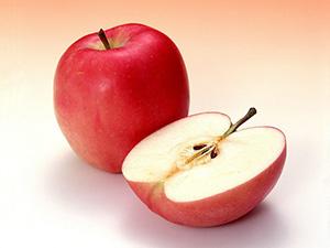 ''Aslında kadın ve erkek, bir elmanın iki eşit parçasıdır, biri olmadan diğeri yarım ve anlamsız kalır. ''