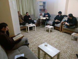 İzmir Öze Dönüş Cuma derslerinde bu hafta Alak Suresi işlendi.
